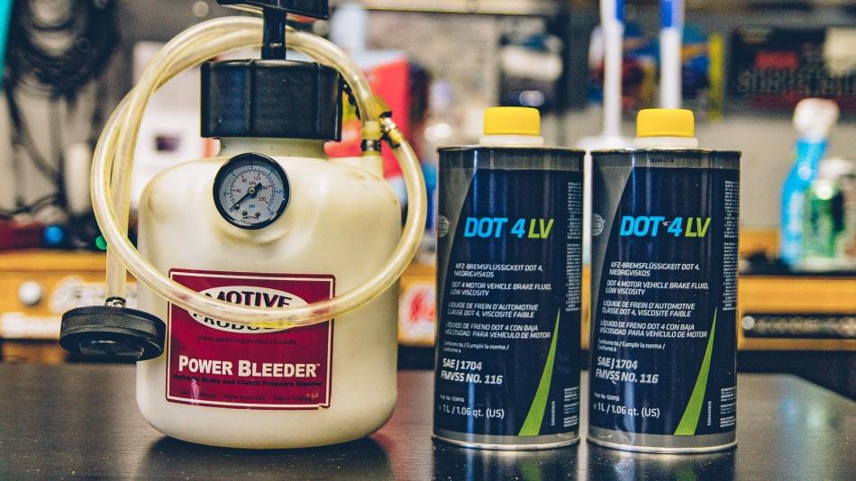 Maintenance: Bleeding Brakes w/the Motive Power Bleeder